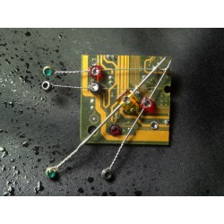 "Capricieuse 14057 ""série cordes guitare"" - bijou fantaisie broche - circuit imprimé doré"