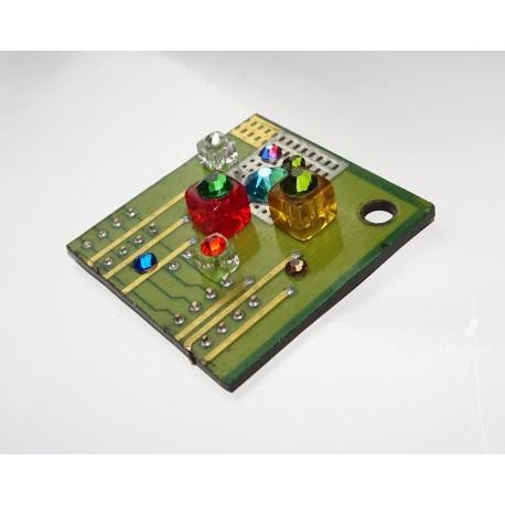 Insolente18109 - bijou fantaisie aimanté - circuit imprimé vert