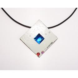 imperieuse18181 - pendentif bijou fantaisie - circuit imprimé blanc